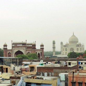 O Taj Mahal visto de um terraço no bairro Taj Ganj