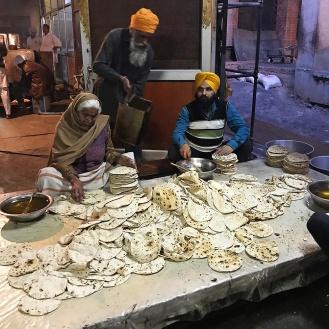 Milhares de chapatis preparados diariamente