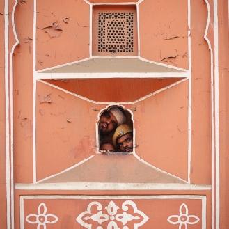 O que será que tem do lado de fora do Palácio dos Ventos, em Jaipur?