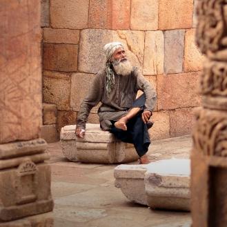 Qtub Minar é um convite à contemplação.