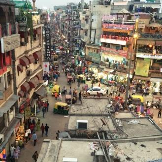 A muvuca organizada do Main Bazar, em Paharganj.