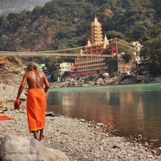 Sadhus no Ganges