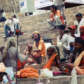 Sadhus reunidos em Varanasi