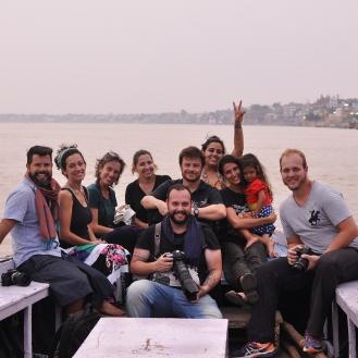 Dia de fotografar Varanasi, de dentro do rio Ganges